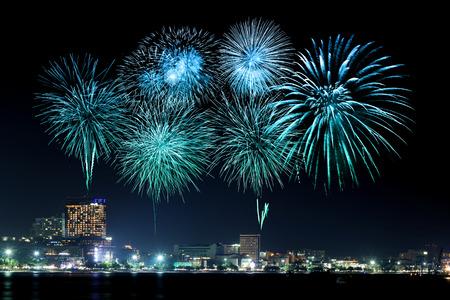 Photo pour Pattaya International Fireworks Festival at Chonburi, Thailand - image libre de droit