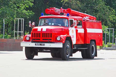 Foto für KYIV, UKRAINE - JUNE 30, 2012: Fire truck on a city street - Lizenzfreies Bild