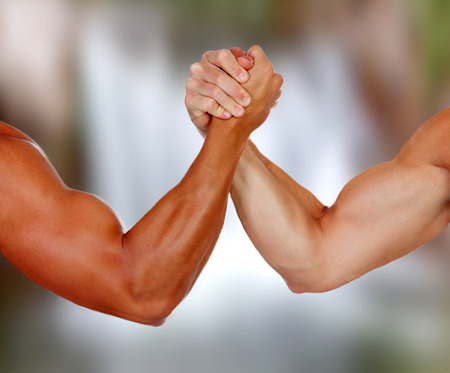 Photo pour Strong arms with muscles taking a pulse with a blurred background - image libre de droit