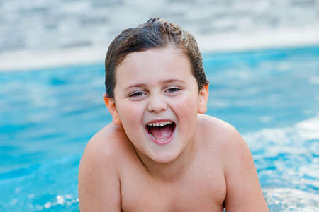 Photo pour Beautiful baby in the swimming pool on the summer - image libre de droit