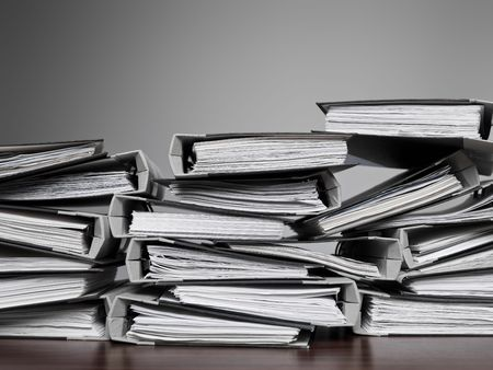 Photo pour Overwelming number of files stacked on a desk - image libre de droit