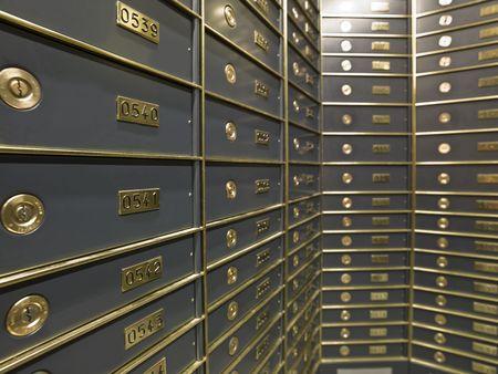 Photo pour Rows of luxurious safe deposit boxes in a bank vault - image libre de droit