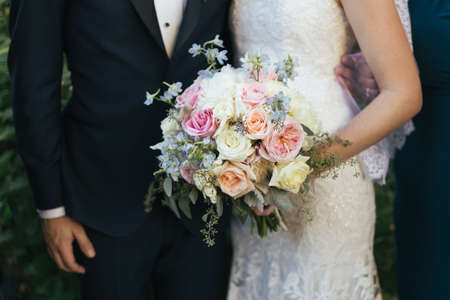 Foto für Bride and groom wedding bouquet closeup - Lizenzfreies Bild