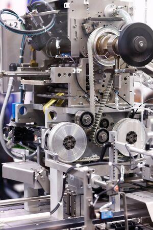 Photo pour Detail view of a pharmaceutical packaging machine. Selective focus. - image libre de droit