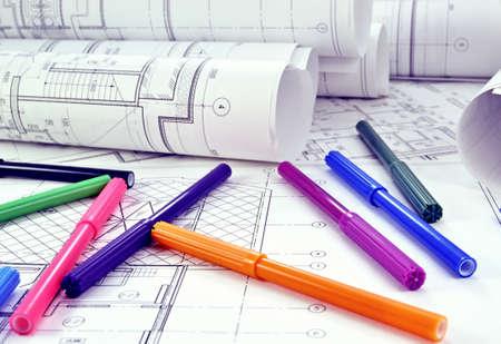 Photo pour Photos of colored markers on project drawings - image libre de droit