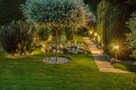 Photo pour Lights in nice garden - image libre de droit