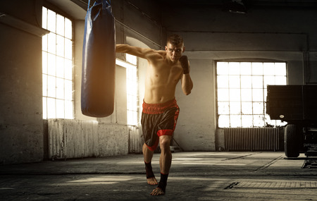 Foto de Young man boxing workout in an old building - Imagen libre de derechos