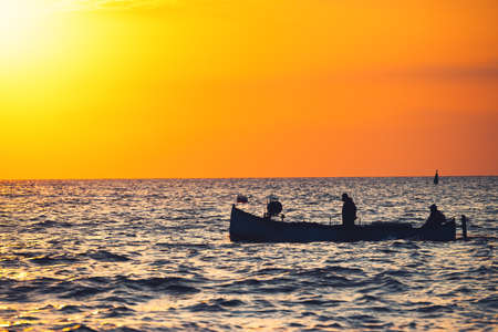 Photo pour Fisherman sailling with his boat on beautiful sunrise over the sea - image libre de droit