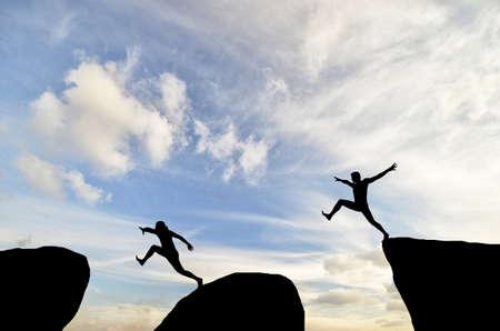 Foto de man on top of the mountain reaches for the sun - Imagen libre de derechos