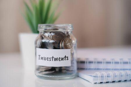 Photo pour The concept of accumulating money for investments - a glass jar with coins. Close up. - image libre de droit