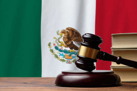 Photo pour Justice and court concept in United Mexican States. Judge hammer on a Mexico flag background. - image libre de droit