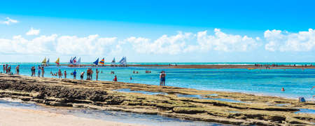Photo pour IPOJUCA, BRAZIL - JUNE 18, 2019: View of the sandy beach of Porto de Galinhas - image libre de droit