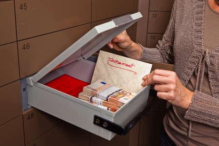 Photo pour A locker in a bank vault. Storage of cash and documents. - image libre de droit