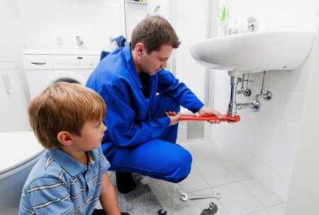 Photo pour A plumbing repair a broken sink in bathroom - image libre de droit