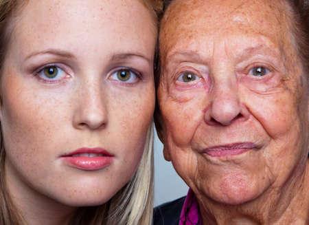 Photo pour portait of a young and an old woman. juxtaposition. - image libre de droit