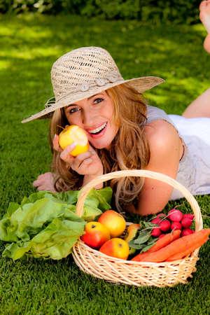 Foto für fruits and vegetables in the basket with his wife - Lizenzfreies Bild