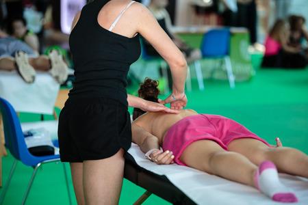 Photo pour Athlete s Back Professional Massage after Fitness Activity - Wellness and Sport - image libre de droit