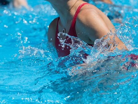 Photo pour Woman Doing Water Aerobics Outdoor in a Swimming Pool. - image libre de droit