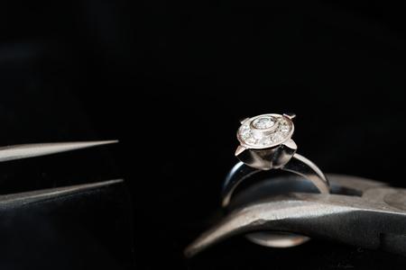 Photo pour Details of jewelry for reparation, restoration and maintenance - image libre de droit