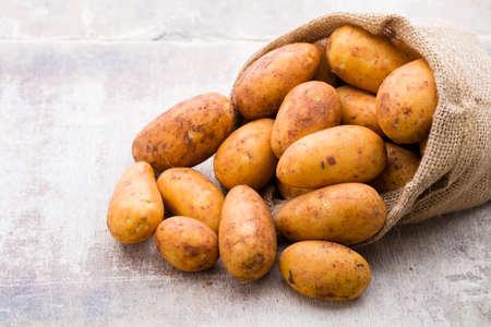 Photo pour A bio russet potato wooden vintage background. - image libre de droit