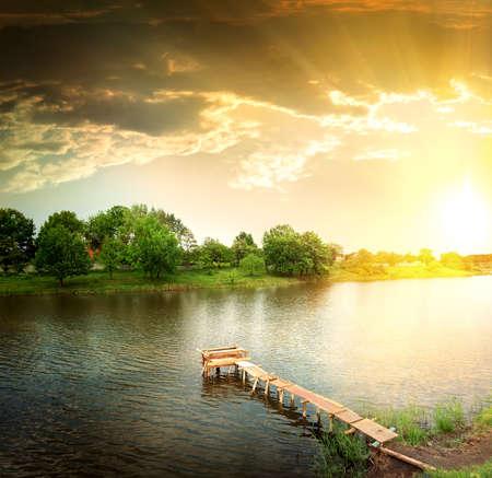 Photo pour lake in the evening - image libre de droit