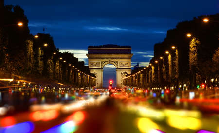 Photo pour Champs Elysee in evening - image libre de droit