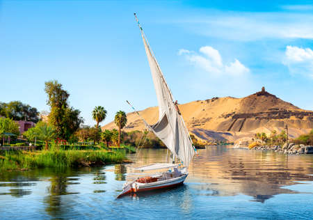 Photo pour Sailboats on Nile - image libre de droit