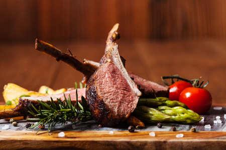 Foto für Baked lamb loin, served with asparagus. Dark background. - Lizenzfreies Bild