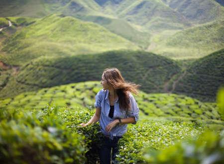 Foto de freedom girl in mountains - Imagen libre de derechos