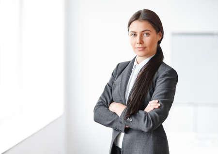 Photo pour Portrait of young beautiful business woman in the office - image libre de droit