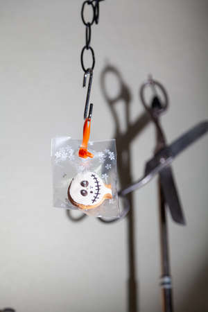 Photo pour transparent Halloween cookies weigh on a steel hook. Vintage scissors hanging on the back of the counter - image libre de droit