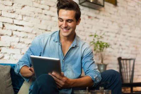 Photo pour Casual Man Using Tablet Computer Smile - image libre de droit