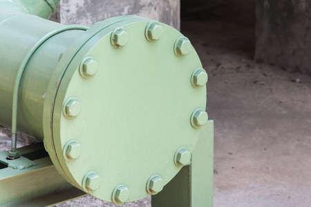 Photo pour Steel flange shutting off the end - image libre de droit