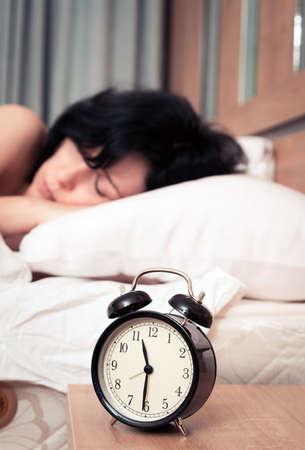 Photo pour Alarm clock and the woman - image libre de droit
