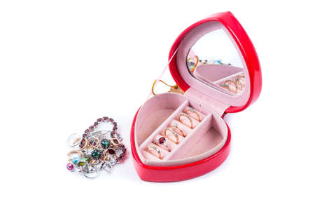 Photo pour Red gift box in heart shape with rings - image libre de droit