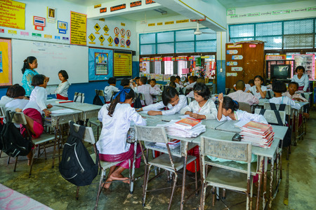Photo pour Kanchanaburi, Thailand - July 22, 2016: Mon students with traditional dresses studying in classroom of government school in rural of Kanchanaburi, Thailand - image libre de droit