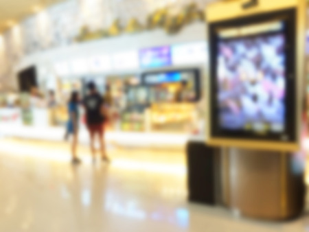 Photo pour Blurred image of advertising board with shopping mall background - image libre de droit