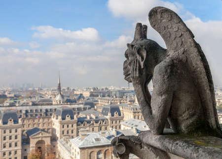 Photo pour Chimera on Notre Dame de Paris - image libre de droit
