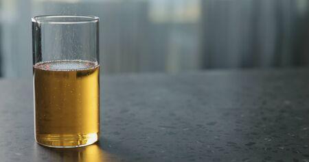 Foto de pear cider in glass on terrazzo countertop with copy space, wide photo - Imagen libre de derechos
