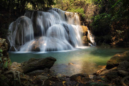 Photo pour A beautiful view of Huay Mae khamin waterfall at Kanchanaburi province in Thailand. traveling and attractions concept - image libre de droit