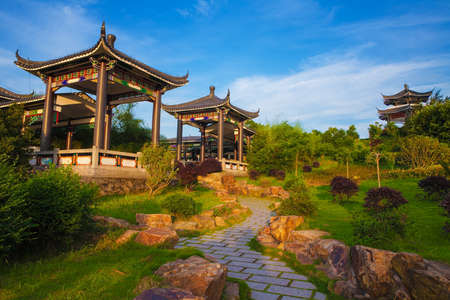 Photo pour Beautiful ancient temple on the seaside with blue sky and fog, Dongtou island, Wenzhou, Zhejiang province, China - image libre de droit