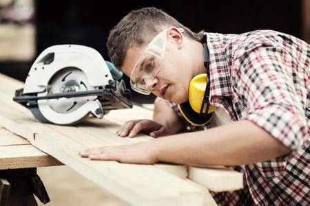 Photo pour Carpenter working - image libre de droit