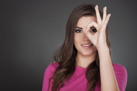Photo pour Young attractive woman showing OK - image libre de droit