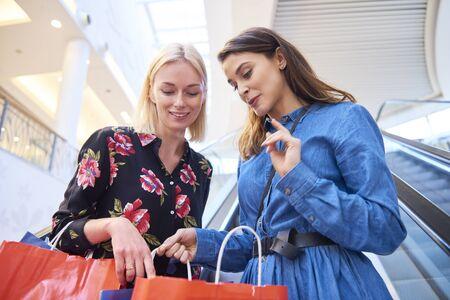 Photo pour Woman showing what she bought - image libre de droit