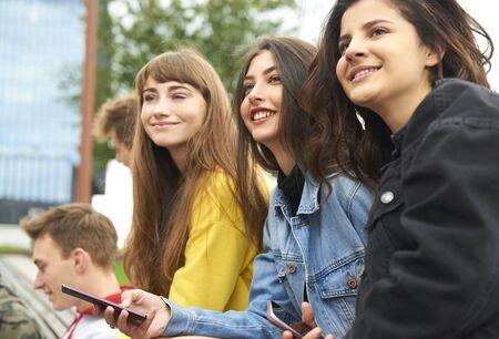 Photo pour Three young women meeting in the city  - image libre de droit