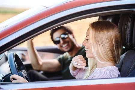 Photo pour Couple driving in the car - image libre de droit