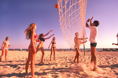 Photo pour Young people play volleyball on  beach in  hot sunny day - image libre de droit