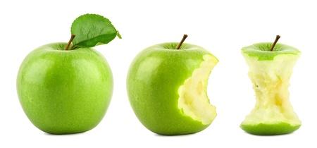 Photo pour row of green granny smith apples on white background - image libre de droit