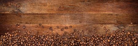 Photo pour coffee  beans on wide rustic oak background - image libre de droit