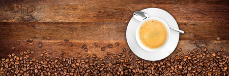 Photo pour coffee cup and beans on wide rustic oak background - image libre de droit